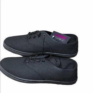 6 Casual Shoes Bobbie Brooks Ladies Black Canvas Lace-Up Sneakers Size